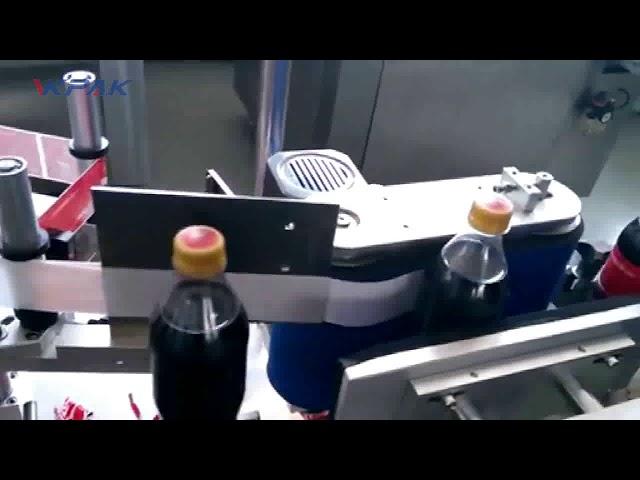 Etichettatrice automatica per bottiglie di cola